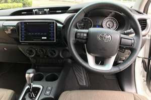 렌터카 NEW Toyota Hilux (17-18) - photo 10